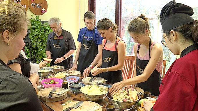 Vietnamese cooking classes draw foreign tourists