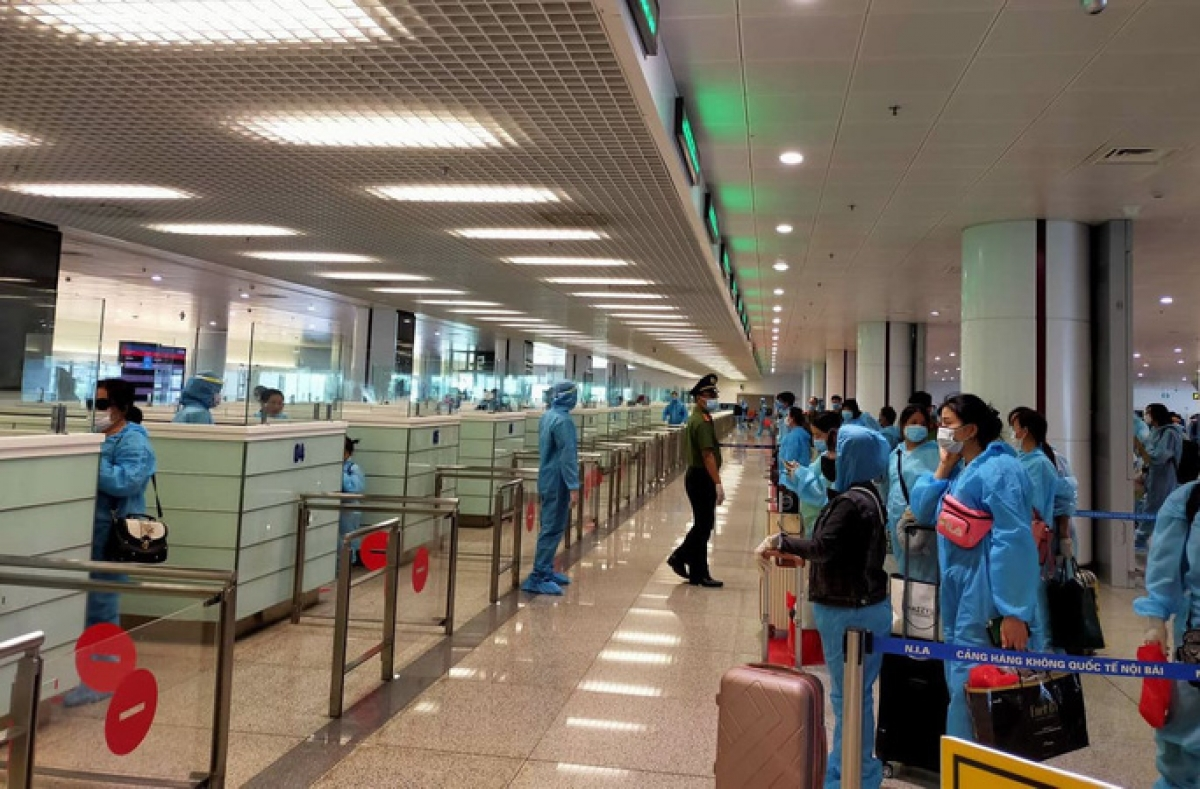 Vietnam again temporarily suspends international flights