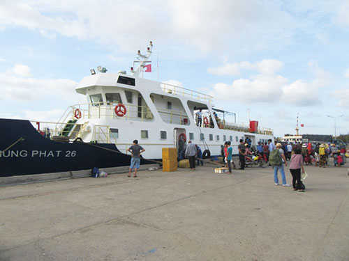 More ships added for PhanThiet-Phu Quy sea route during Reunification Day and May Day holiday